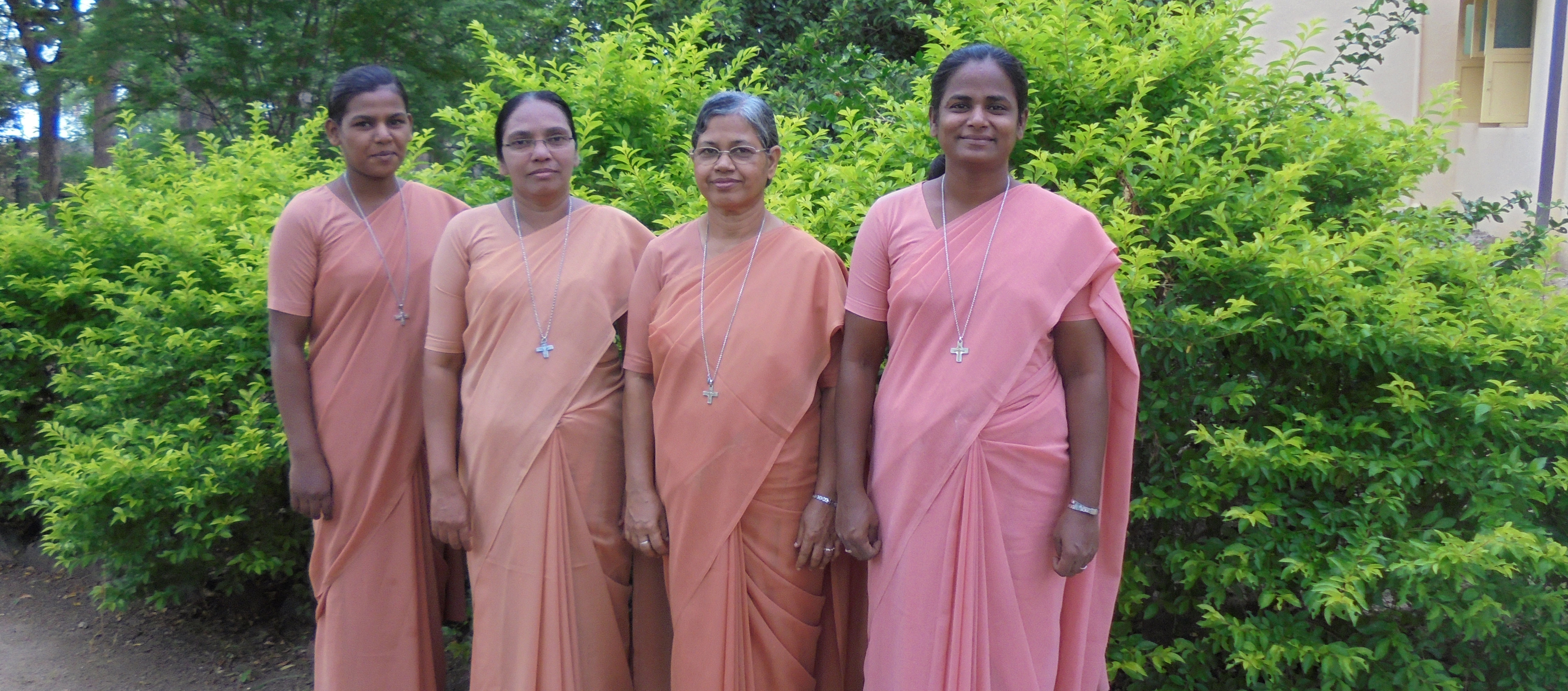 Sisters at Kalladithidal